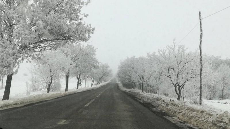 Intervenţie a utilajelor de deszăpezire pe drumurile din judeţul Botoşani! Atenţionările poliţiştilor!