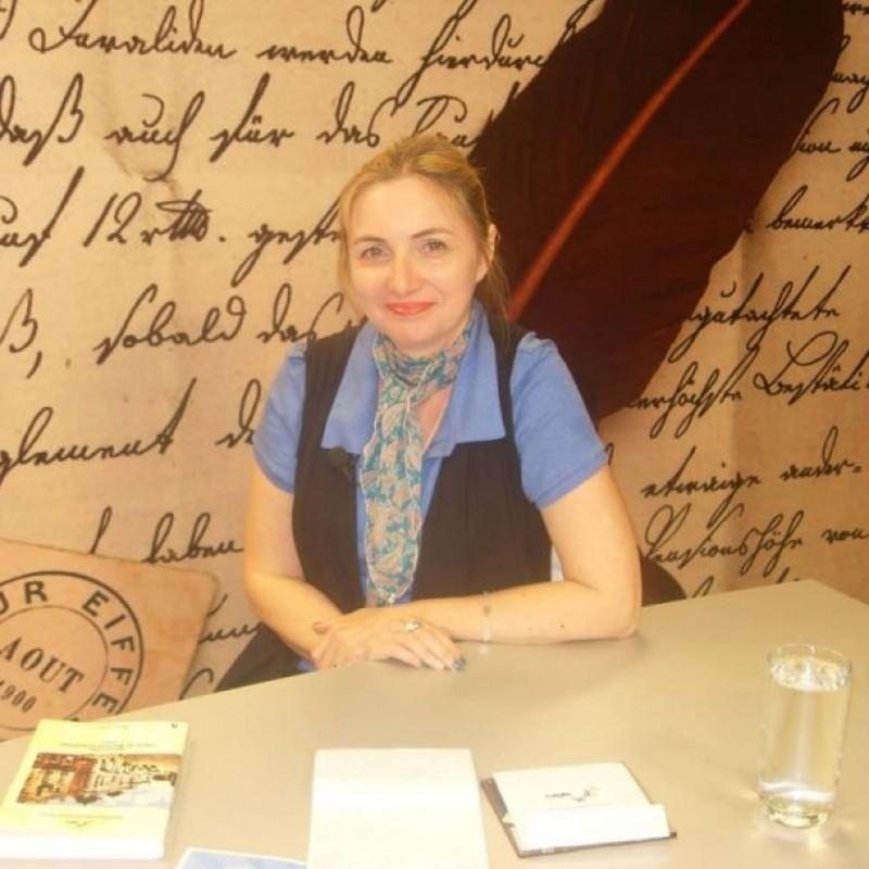 """Interviu cu Cătălina Constantinovici, autoarea cărții """"Privire istorică asupra inserției muzicii de divertisment în creația academică"""""""