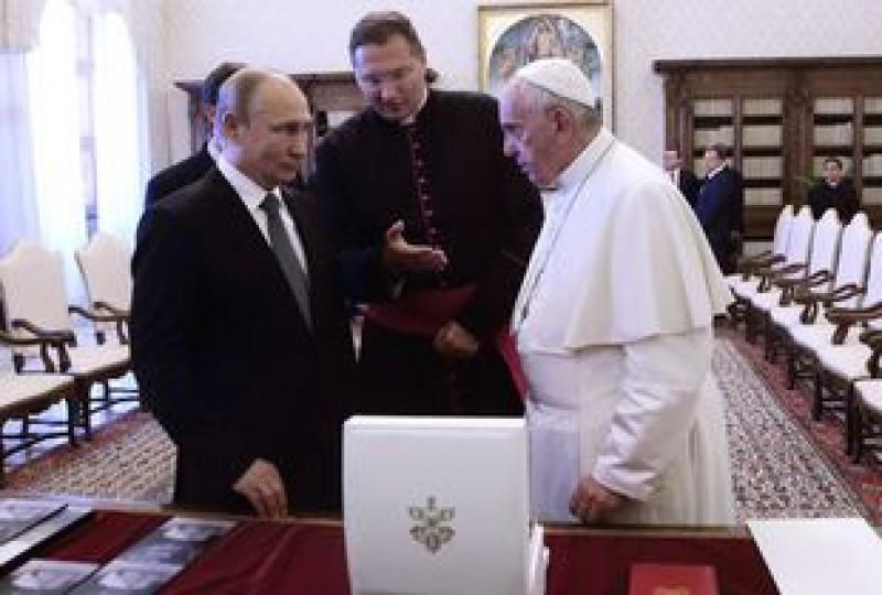 Întrevedere istorică la Vatican: Despre ce au discutat Vladimir Putin şi Papa Francisc. Au fost şi teme sensibile