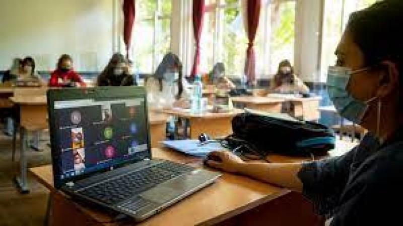 Învăţământul online şi sistemul hibrid de predare nu vor dispărea după pandemie