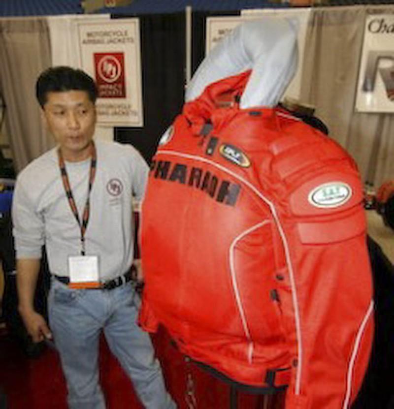 INVENTIE: Air bag pentru motociclisti!