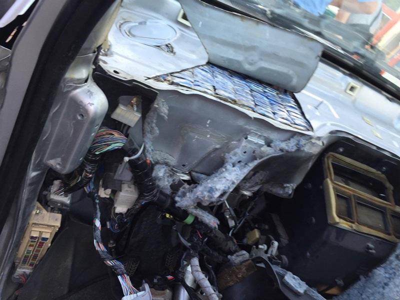 Inventivitate: Bord de Mazda înmatriculată în Polonia, plin cu ţigarete de contrabandă FOTO