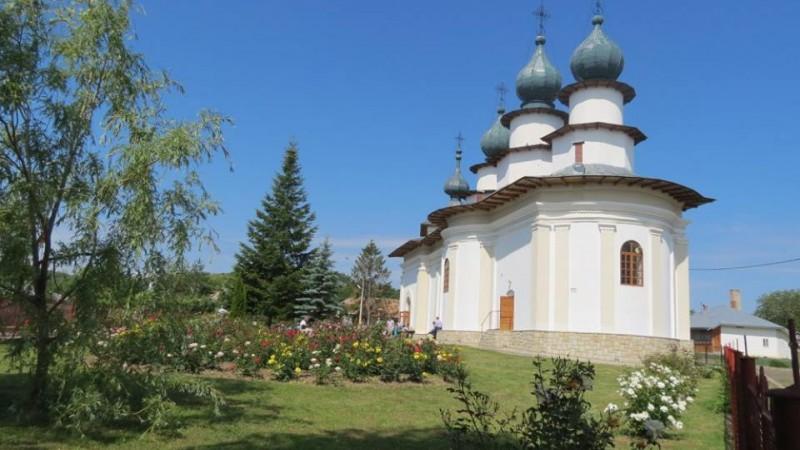 INVITAȚIE de weekend: Pogorârea Duhului Sfânt în Mănăstirea Păcii! FOTO