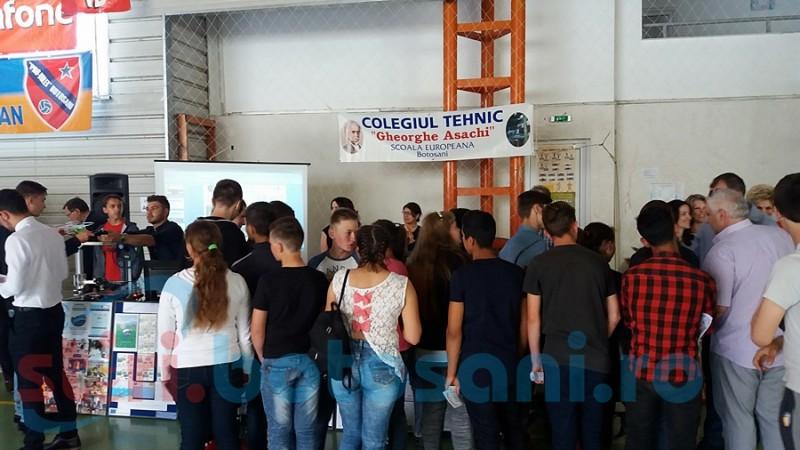 Invitaţie la LICEU: toate liceele din Botoşani îşi recrutează viitorii elevi la Târgul Liceelor şi Meseriilor! FOTO