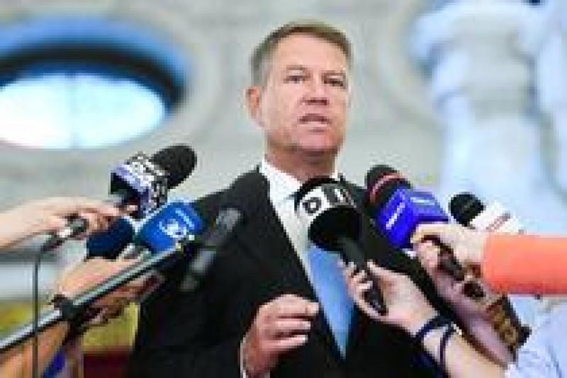 Iohannis a atacat la CCR legea care dă liber la funcţii și activități în sectorul privat pentru aleșii locali