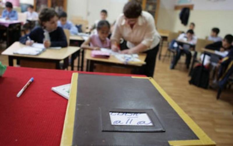 Iohannis a promulgat legea prin care se poate reduce norma profesorilor cu vechime în învățământ de peste 25 de ani, indiferent de bugetul școlii