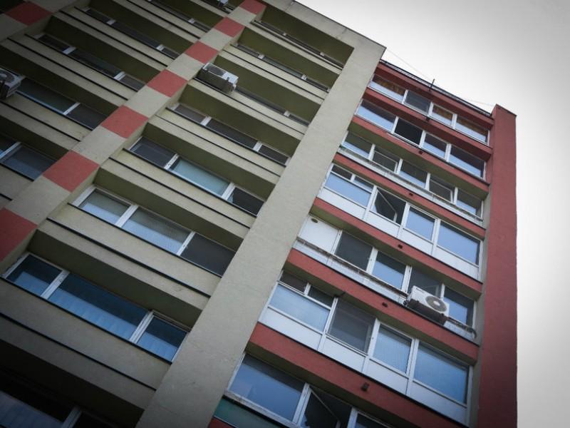 Iohannis blochează proiectul care permite persoanelor evacuate din case pentru neachitarea creditului ipotecar să primească în chirie locuințe cumpărate de primării