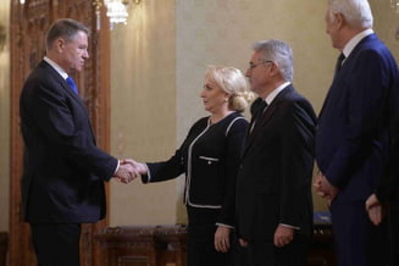 Iohannis îi cere lui Dăncilă să-i trimită ordinea de zi a fiecărei ședințe de guvern cu 24 de ore înainte!