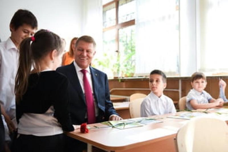 """Iohannis respinge modificarile aduse Legii Educatiei din cauza articolelor privind """"minoritatile lingvistice"""""""