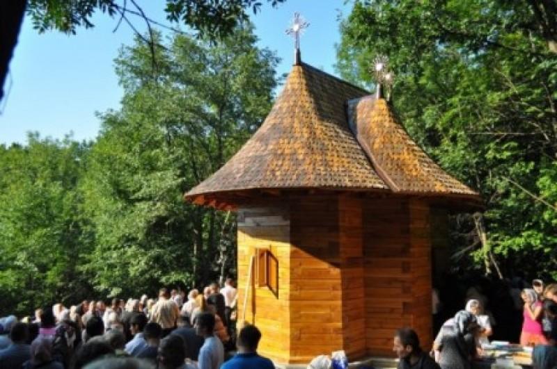 IPS Teofan a sfintit, sambata, paraclisul Manastirii Cozancea