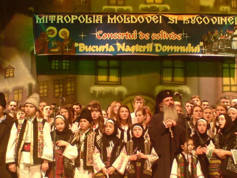 """IPS Teofan, alături de creștinii din Botoșani la """"Bucuria Nașterii Domnului"""", tradiționalul concert de Crăciun!"""