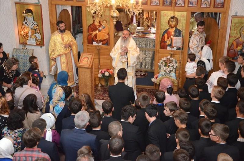 """IPS Teofan, la deschiderea noului an şcolar la Seminarul Teologic din Botoşani: """"Să fiţi oameni ai lui Dumnezeu"""""""