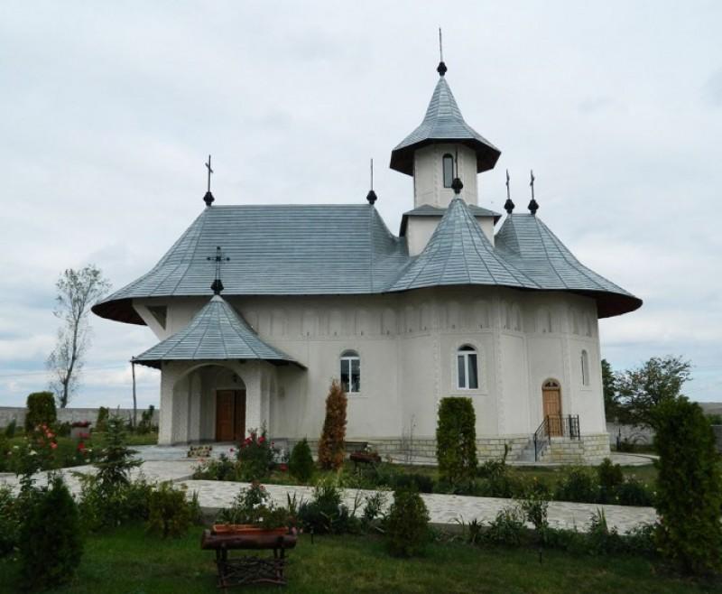 """IPS Teofan, la Mănăstirea Eşanca: """"Îmbrăcarea în Dumnezeu nu se poate face fără duhul pocăinţei"""""""