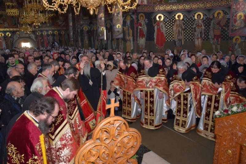 """IPS Teofan, la Mănăstirea Popăuți"""": """"Chipul Sfântului Ierarh Nicolae înseamnă, în primul rând, păstrarea şi mărturisirea credinţei celei adevărate"""""""