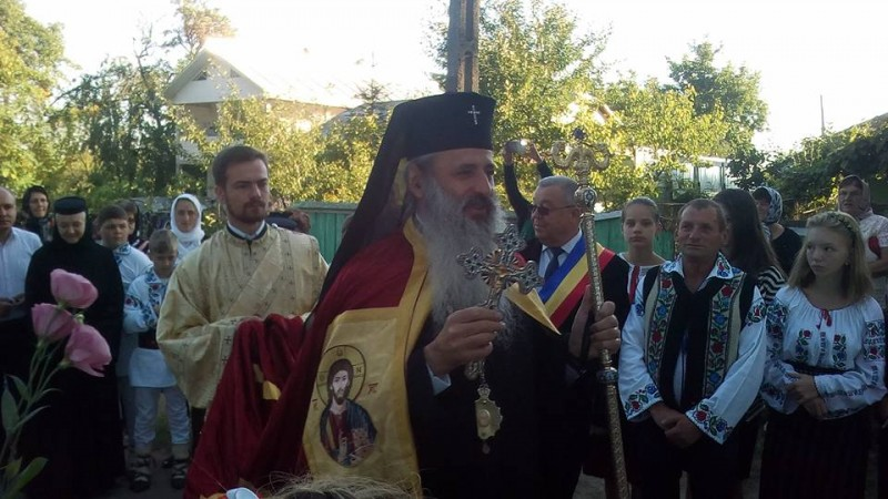 """IPS Teofan, la resfințirea bisericii din Corni: """"Dumnezeu nu se lasă niciodată dator!"""""""