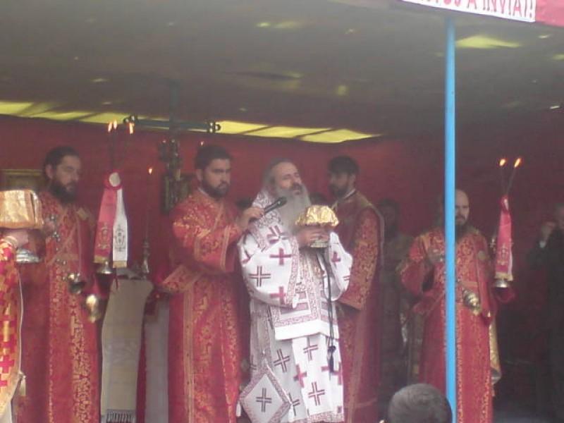 IPS Teofan slujeste astazi Sfanta Liturghie la Biserica Sfantul Gheorghe FOTO
