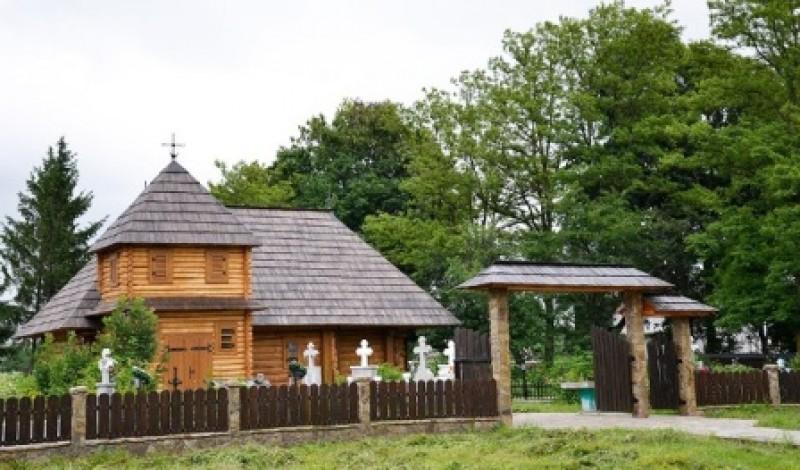IPS Teofan va resfinti luni Biserica de lemn din Talpa