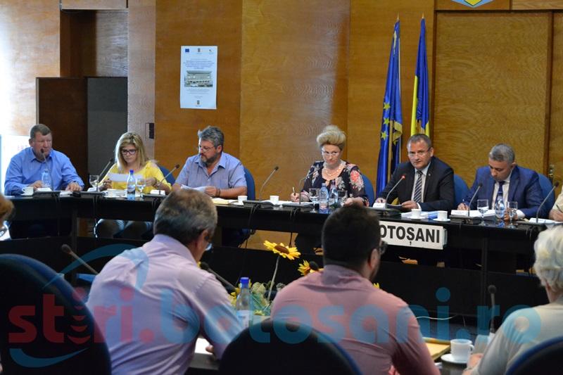 Ironii şi contraziceri în şedinţa Consiliului Judeţean! Un social- democrat şi un liberal s-au duelat verbal, spre amuzamentul aleşilor