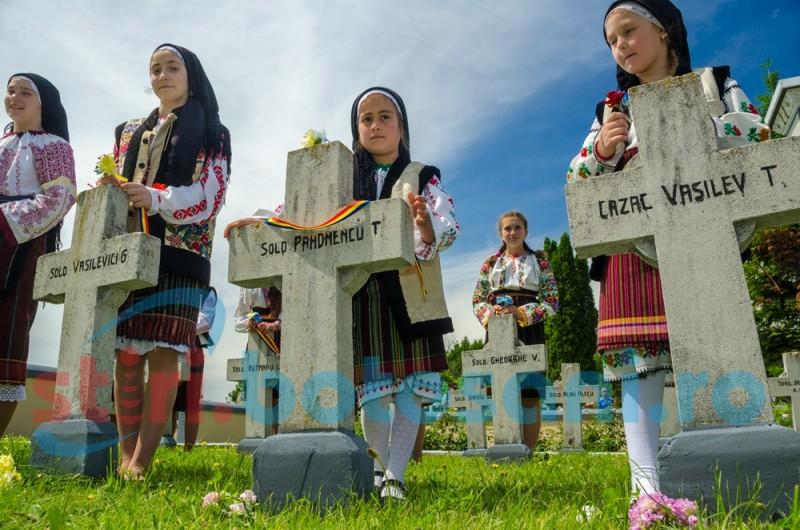 Istorie, emoție, puritate: Copiii care ne-au arătat simplitatea, într-o zi în care România își cinstește eroii! FOTO, VIDEO