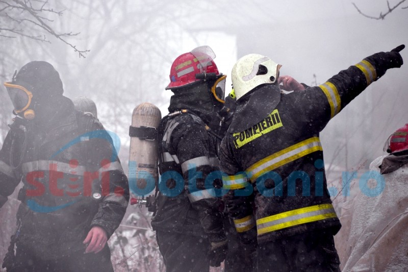 Incendii în trei gospodării din judeţul Botoşani!