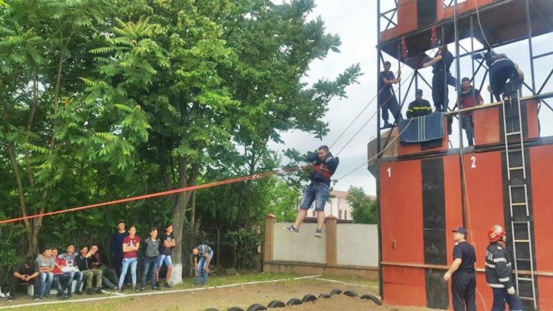 Ghinion prevenit prin exerciții practice de elevii a două școli din Botoșani - FOTO