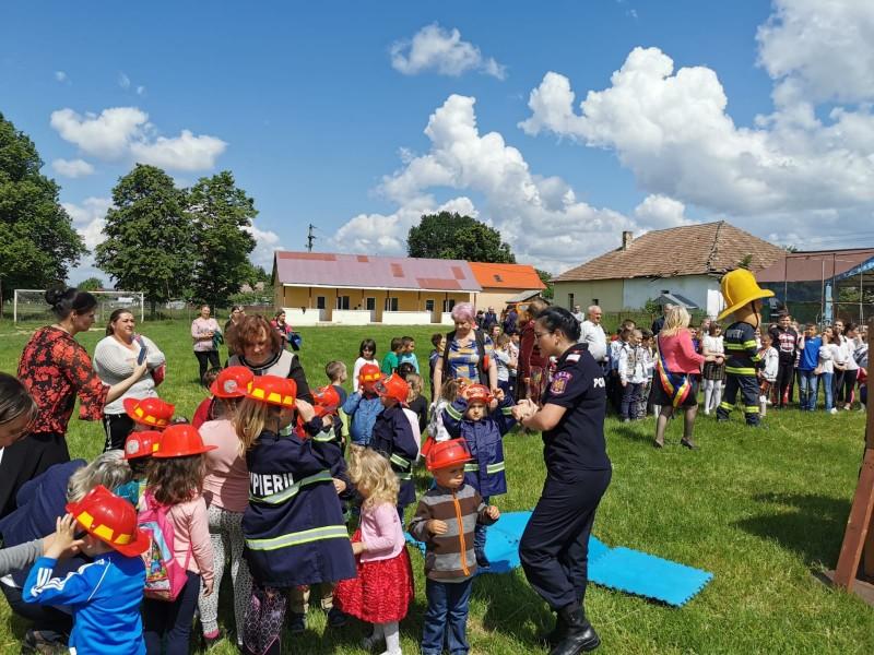 """ISU Botoșani, alături de micuții din mediul rural, în campania """"Un cămin sigur pentru copilul tău"""""""