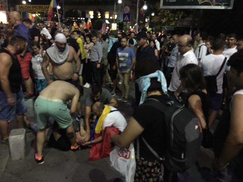 ISU: Peste 400 de persoane au avut nevoie de îngrijiri medicale la mitingul din Piața Victoriei