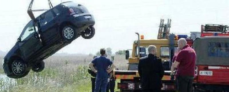 Italia: O româncă de 60 de ani s-a aruncat cu mașina în canal, după o ceartă cu iubitul!