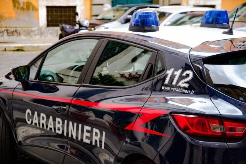 Italia. Un român a atacat cu cuțitul medicii veniți s-o ajute pe soția sa