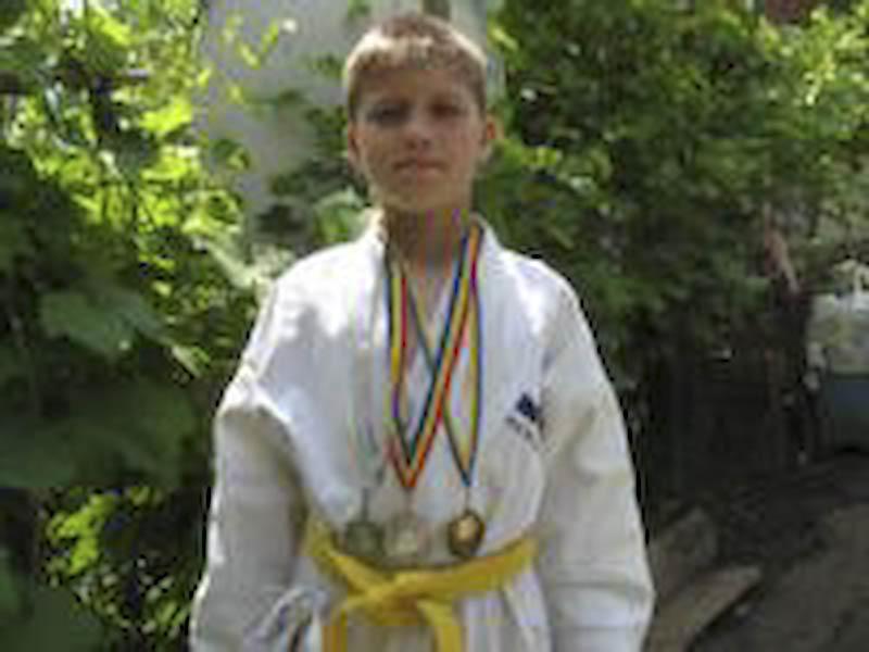 IULIAN CRETU, copilul care isi face cadou un trofeu in Europa!