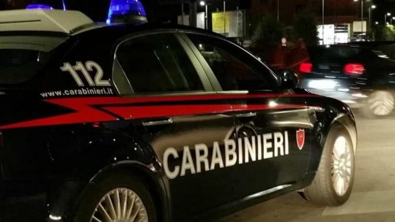 Jaf armat și urmărire ca-n filme, în Italia. Românul urmărit de carabinieri a intrat cu mașina într-un zid!