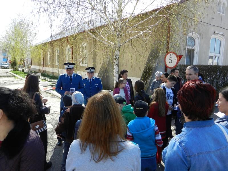 Jandarmeria Botoșani a stabilit obiectivele pentru creşterea gradului de siguranţă în zona instituţiilor de învăţământ!