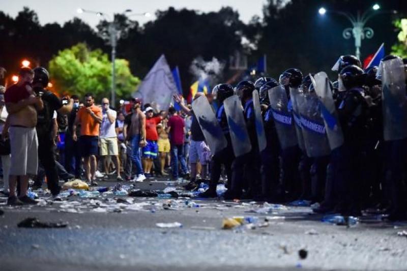 Jandarmeria: Prefectul Capitalei a dat ordin de intervenție în forță în protestatari