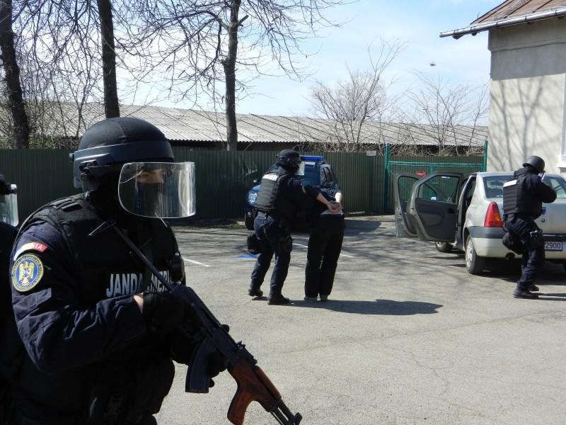 Sărbătoare mai specială! Mascații au invadat curtea Inspectoratului de Jandarmi - FOTO