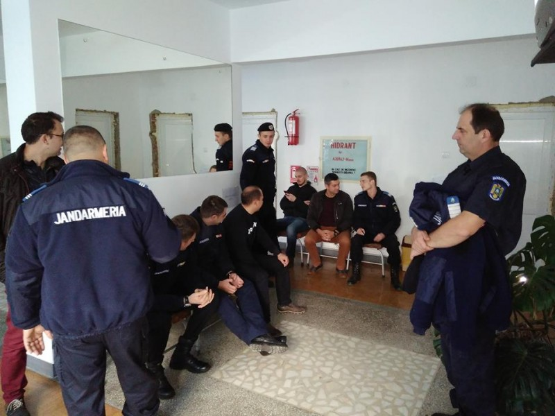 Jandarmii botoşăneni donează sânge pentru persoanele aflate în suferinţă - FOTO