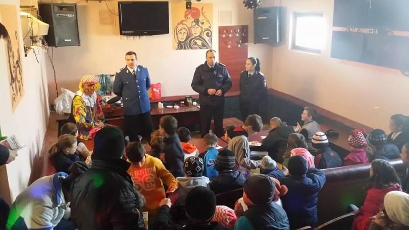 Jandarmii, alături de elevii din școlile botoșănene. Sfaturi pentru o vacanță în siguranță