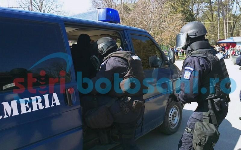 Jandarmii, alături de participanți la slujba de Bobotează