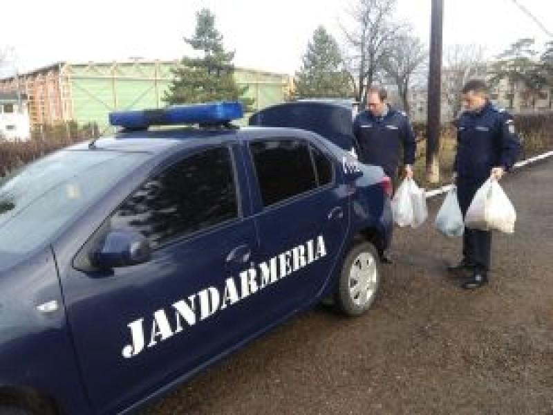 Jandarmii botoșăneni au întins o mână de ajutor celor șapte copii ai unei dorohoience bolnave