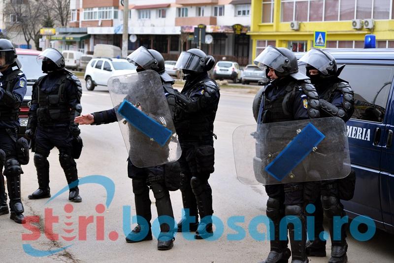 Jandarmii de la Gruparea Mobilă Bacău ar putea fi aduși să facă ordine în Centrul Vechi!