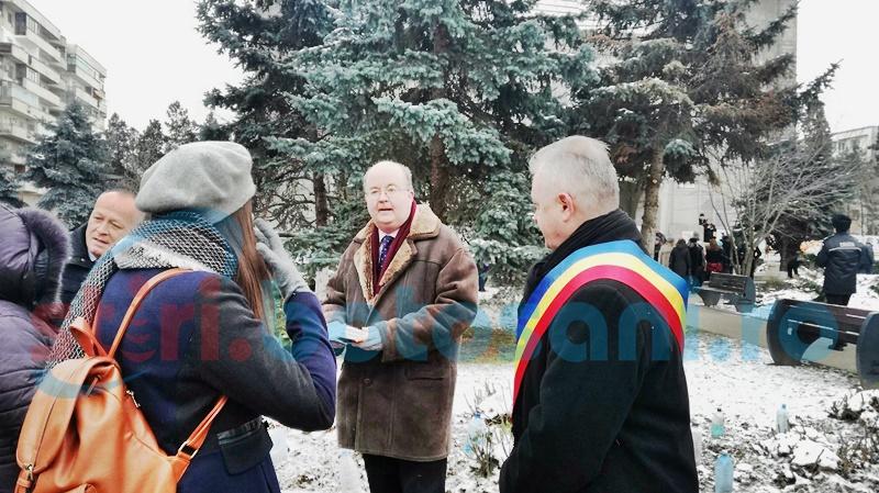 Jerbă depusă la statuia poetului Mihai Eminescu de către ambasadorul Marii Britanii - FOTO