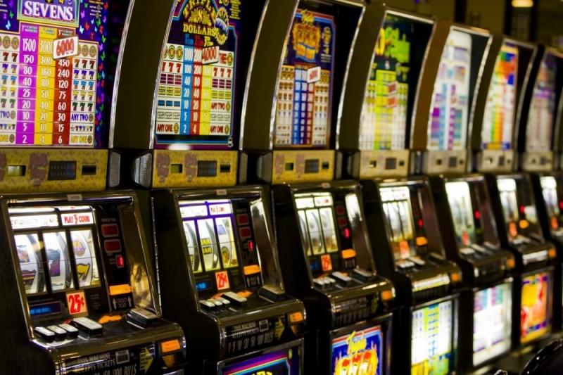 """Jocurile de noroc, o industrie ce a explodat la Botoşani. Mii de botoşăneni prinşi în mirajul banilor """"uşor"""" câştigaţi!"""