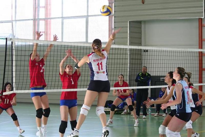 """Jucatoarele din Bucuresti """"Anti"""" Volei"""