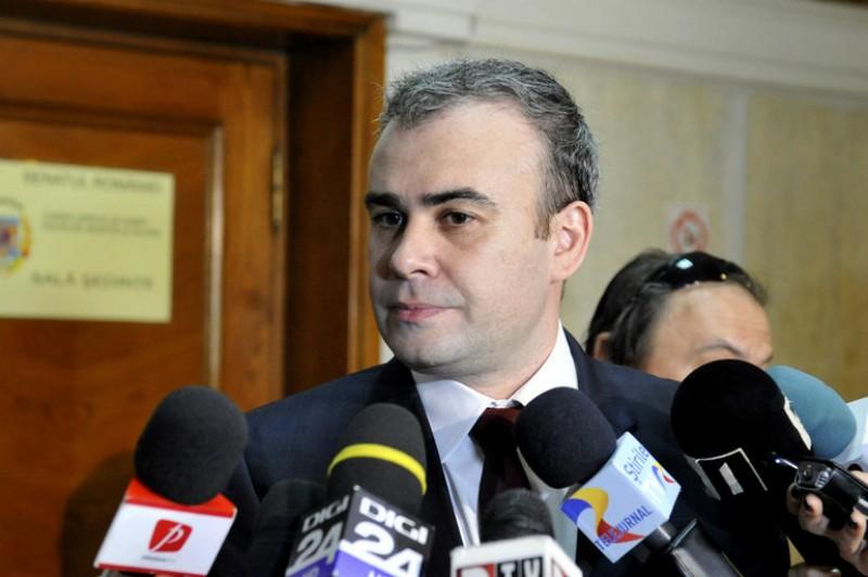 Judecat pentru trafic de influență și spălare de bani, Darius Vâlcov a fost instalat consilier de stat în Guvernul Dăncilă!