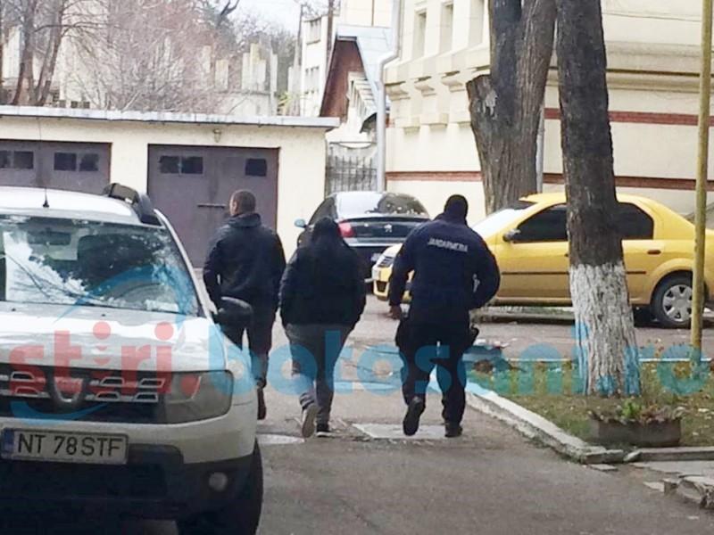 Judecătorii Tribunalului Botoşani au dispus arestarea preventivă a membrilor grupării de traficanţi de droguri şi etnobotanice reţinuţi de DIICOT