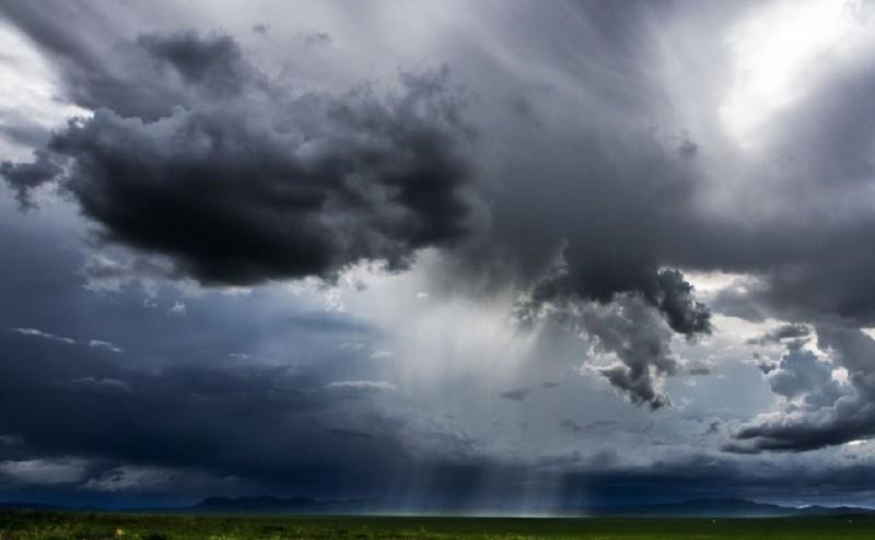 Județul Botoșani, sub COD GALBEN de ploi și vijelii până marți dimineața!