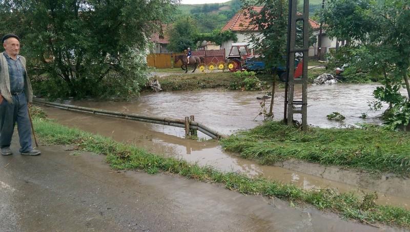 Judeţul Botoşani va primi bani pentru refacerea infrastructurii afectate de inundaţii