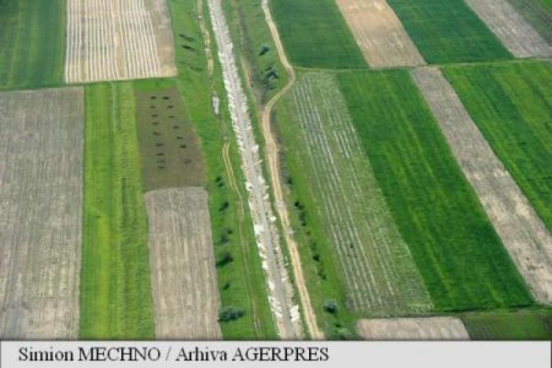 Jumătate din terenul agricol al României, pe mâna străinilor!