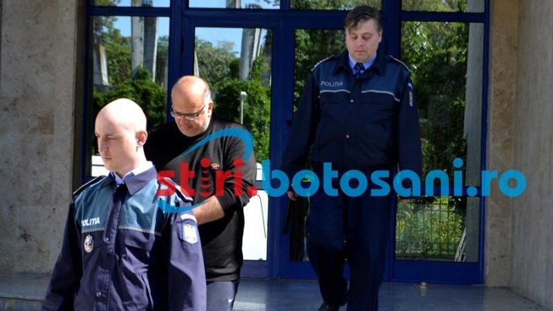Justiție românească: acuzat că a abuzat sexual mai mulți elevi, și-a făcut loc în Comisariatul pentru Protecția Consumatorului