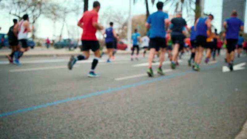 La alergat, specialiştii recomandă purtarea măştilor din fibre naturale