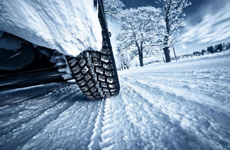 La ce trebuie sa fii atent atunci cand apelezi la servicii de inchirieri masini pe timpul iernii